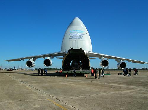 Antonov 124 unloading